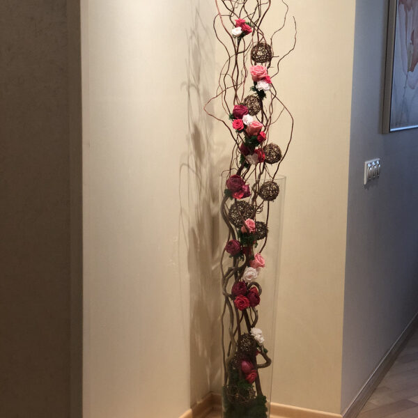 Напольная композиция из стабилизированных цветов