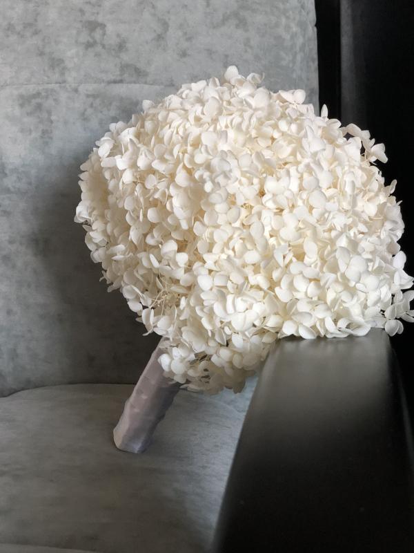 Свадебный букет из стабилизированной гортензии