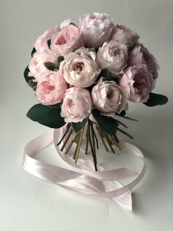 Свадебный букет из стабилизированных пионовидных роз