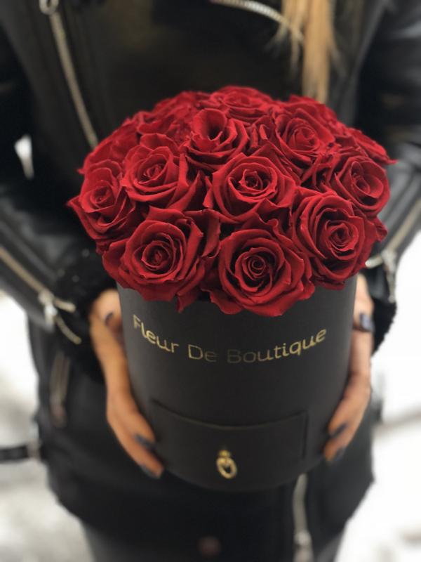 Букет стабилизированных роз в коробке