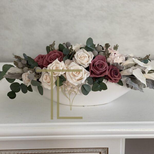 Стабилизированные цветы со стеблями в вазоне