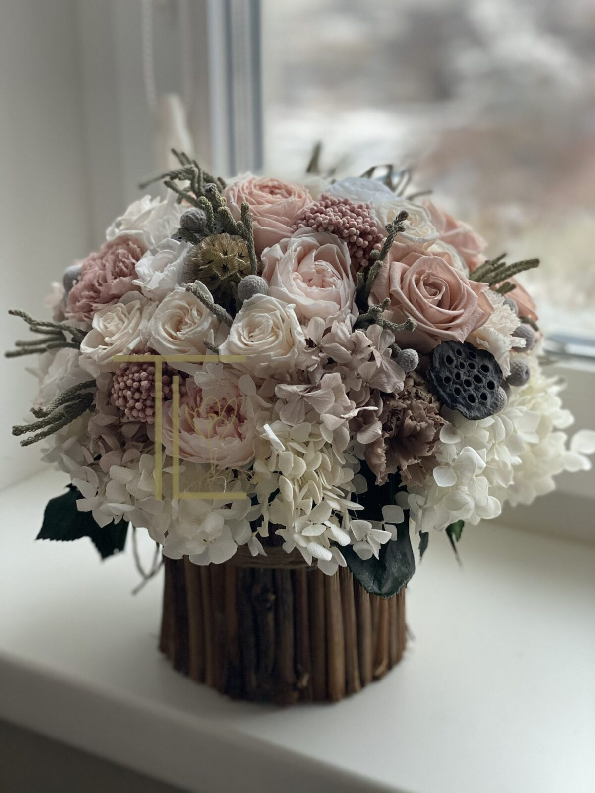 Стабилизированные цветы на стеблях