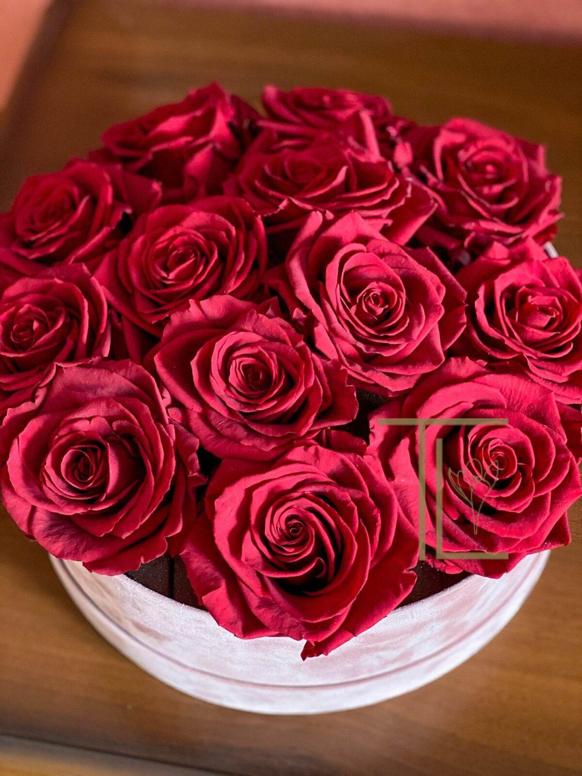 Стабилизированные цветы в коробке